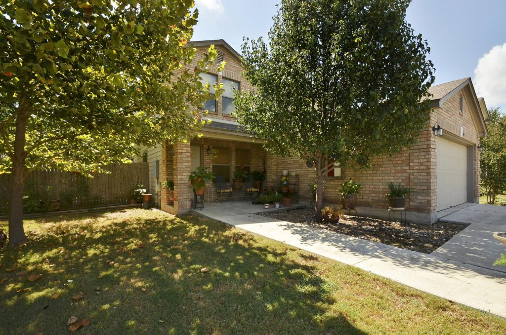 We Just Listed 101 Lexington, Kyle TX 78640!